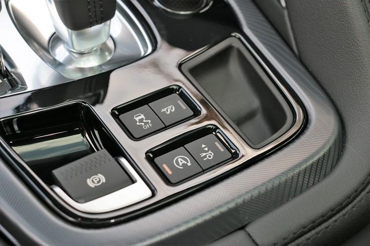 原廠標配主動式排氣聲浪控制按鍵可自行切換。