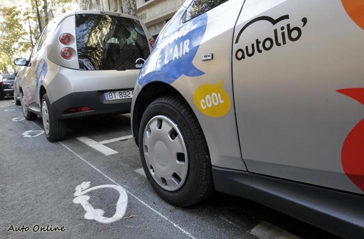 歐洲的電動車租賃分享計劃相當成功!圖為巴黎市區的租賃分享電動車。