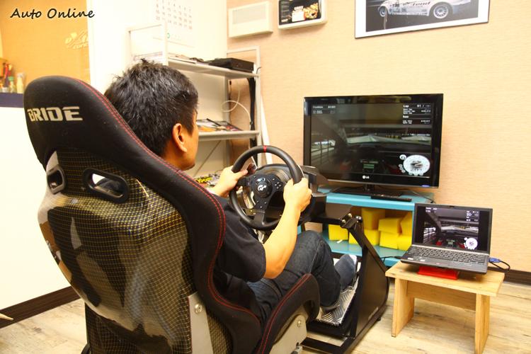 利用賽車模擬器來練習澳門街道賽,熟悉賽道是致勝的關鍵。