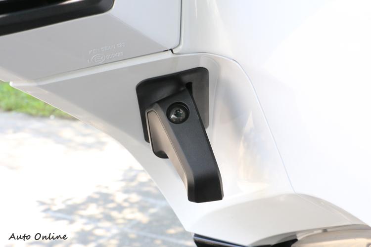 大綿羊車款都會有這樣的手煞車設計,防止駐車時車輛滑動。