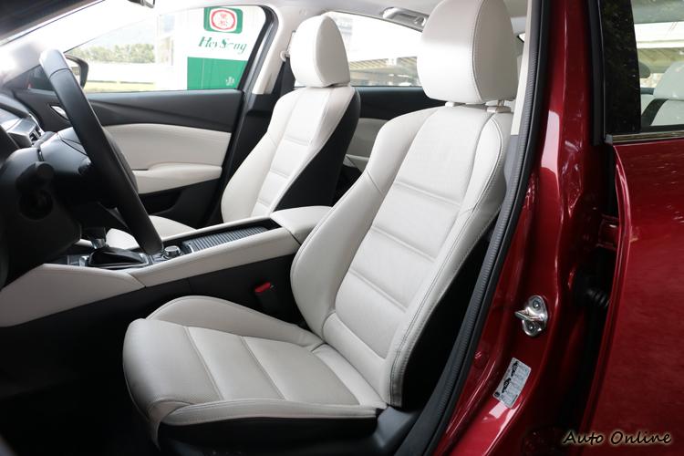 新年式Mazda 6座椅泡棉以及腿部支撐性大幅度提升。