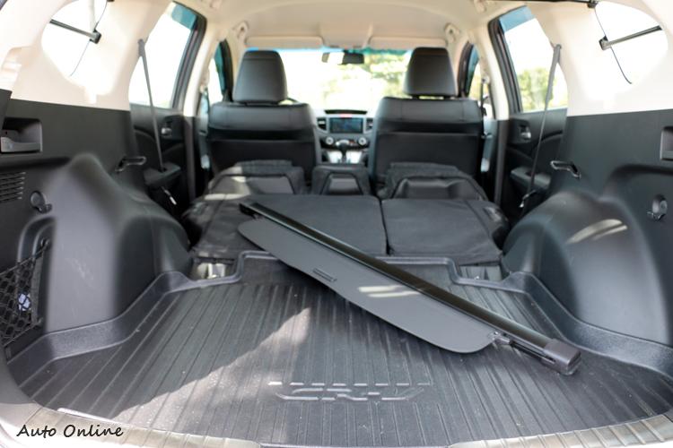 前座座椅可以完全打平,形成全平整化置物空間。
