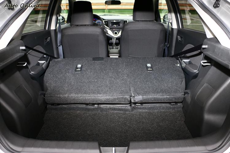 若將後座往前攤平,能創造出高達756L的超寬敞收納空間。