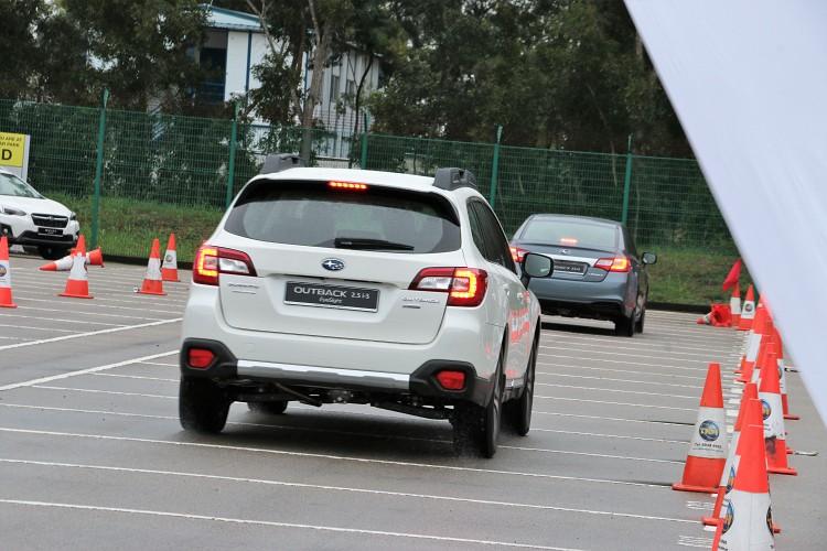 ACC實際過程中駕駛只要出發前設定好車速,就能一路保持所設定車速行駛,如果前車煞停會跟著停止,輕踩油門或者撥動定速鍵能恢復設定速度。