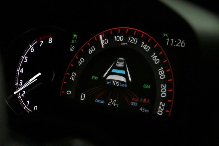 ACC主動是車距維持系統全車系標配,可隨時透過方向盤上按鍵調整速度與前車距離。