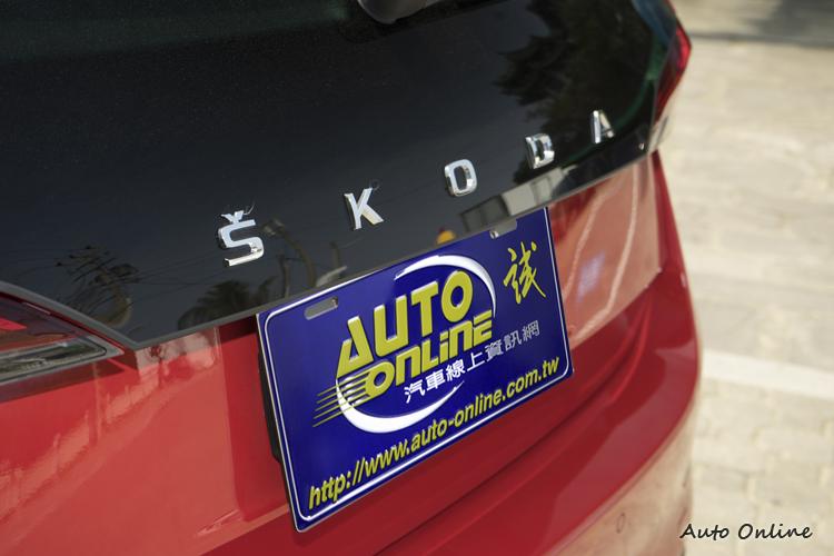 車尾以SKODA字母取代廠徽,未來其他車款也比照辦理。