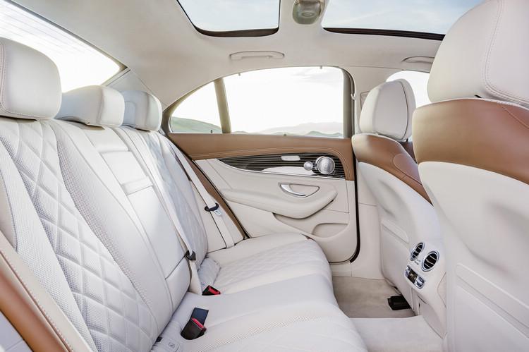 用料與用色都包裝出作為新世代豪華主管房車該有的格局。