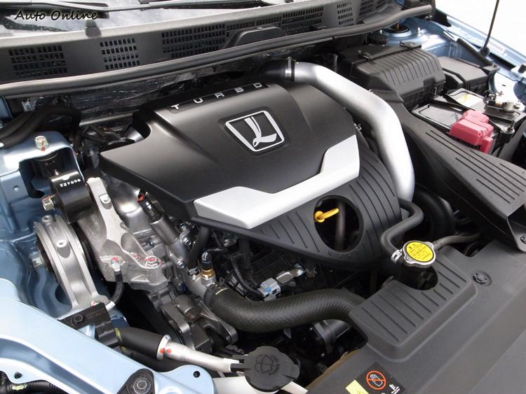 1.8升渦輪引擎爆發出最大馬力170ps/5,500rpm、最大扭力26.1kgm/2,400~4,000rpm。