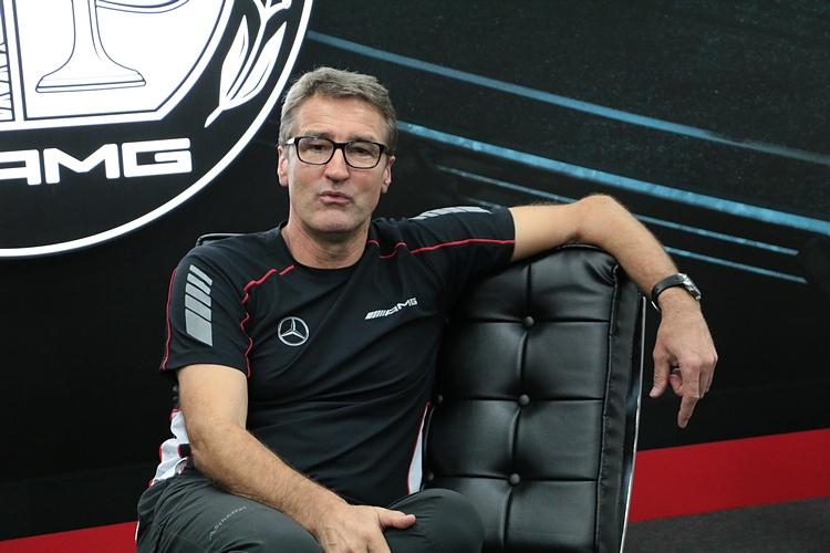 賽道體驗活動往往需要一位明星用來吸客,今年賓士特別邀請品牌大使Bernd Schneider親臨大鵬灣賽道擔任AMG Driving Academy的嘉賓。