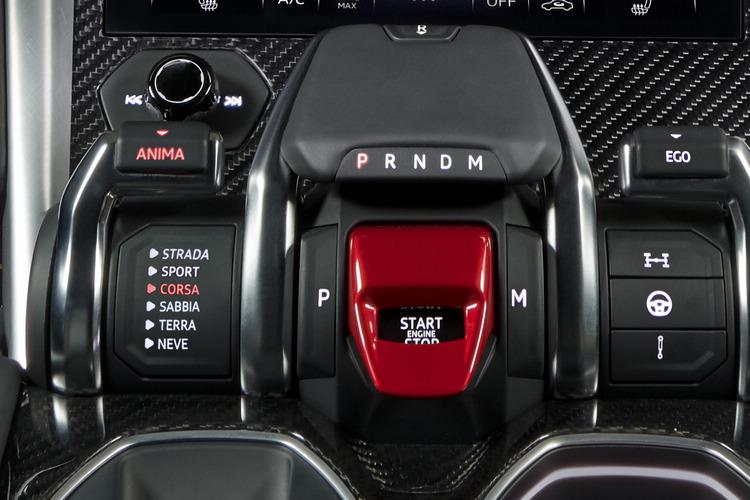 Tamburo駕駛模式選擇控制,能提供公路、運動、賽道、沙地、土坡、雪地等多種駕駛模式設定。