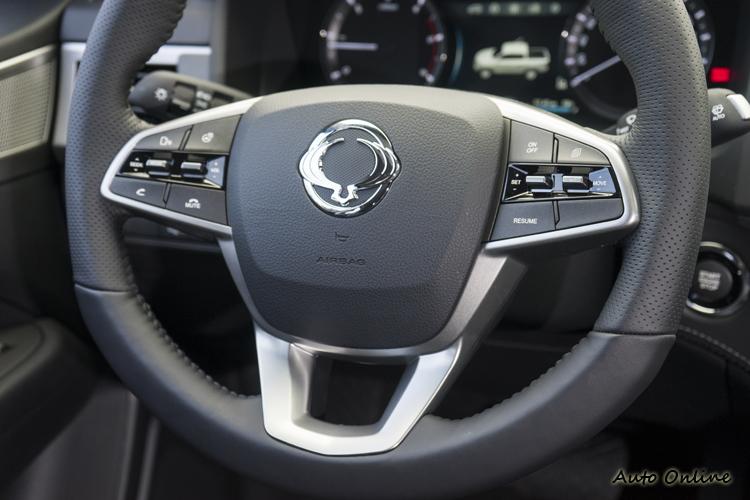 方向盤可控制定速、語音聲控、音響、通訊等功能。