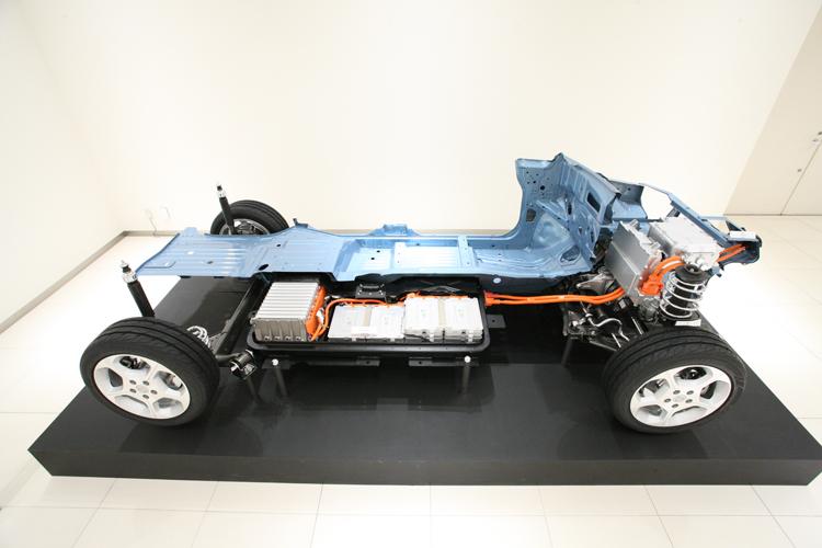 電池組在車內的分佈範圍可能很廣,一旦受到衝擊時是否會發生位移傷害到乘客是需要觀察驗證的重點之一。