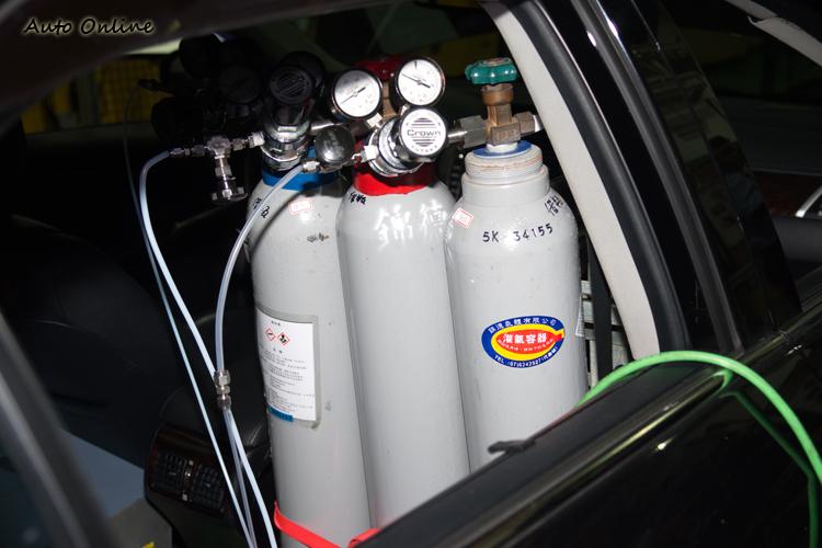 系統在分析廢氣中的污染物時,必須與標準氣體(如氫氣)做比對。