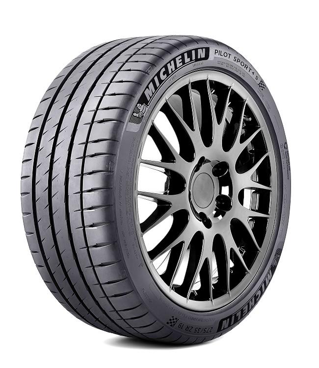 Pilot Sport 4 S在胎壁展現出設計感,字體用了類似絨毛的材質加強精緻度。