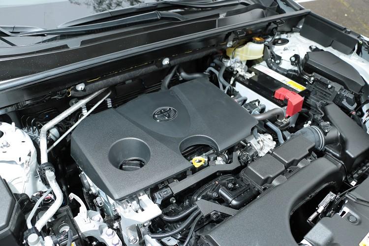 2.0升版本動力與Auris相同,Hybrid車型則與先前試駕過的Camry Hybrid相同。