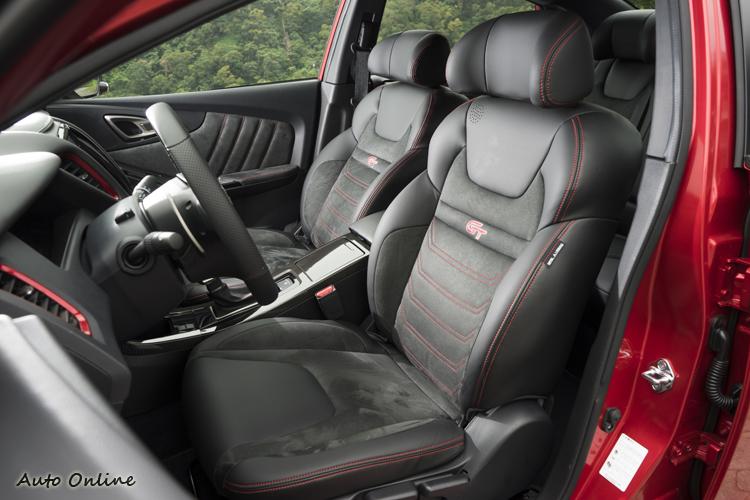 類麂皮跑車式樣座椅乘坐舒適也有較多側向包覆。