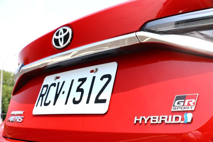 車尾的GR Sport銘牌是全車最帥氣的亮點之一。