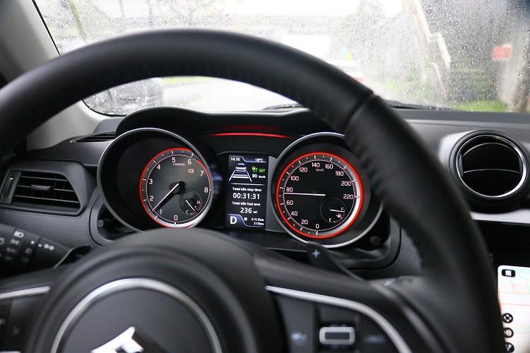 10ACC主動式車距巡航系統可以幫助駕駛者舒緩開車疲勞,但還是必須注意前車路況,可別把它當作自動駕駛。