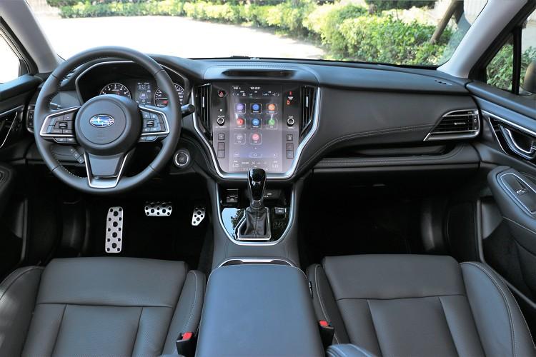 在變動幅度沒有很大的情況下進行全面升級,最顯目的就是中控台上11.6吋智慧影音觸控螢幕。