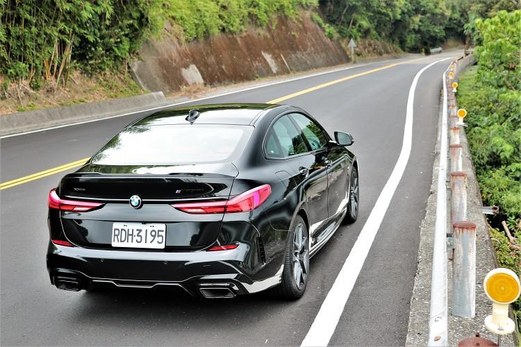 選配套件總價值13.6萬元,現在車價只要比一般版本多出8萬為268萬元就能擁有。