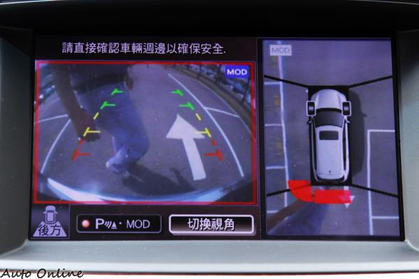 環景顯影系統具有動態物體的偵測功能,會因為後方有車輛或行人主動煞車。