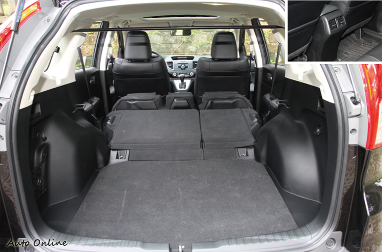 CR-V拉個拉柄就能完全放倒座椅,而後座也設有專屬出風口。