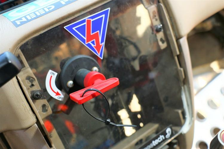 車內的斷電開關在危險發生時能及時切斷所有電源。