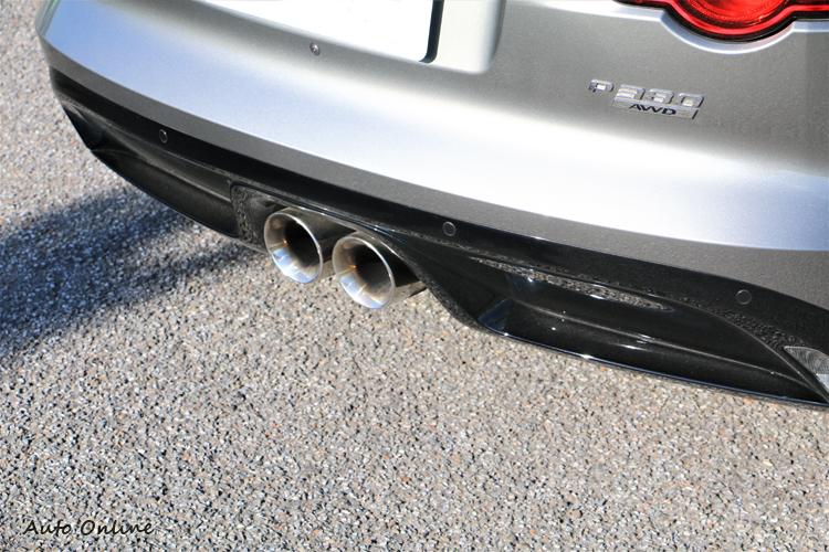 改款後的排氣聲浪真不是蓋的,一發動引擎就響徹雲霄。