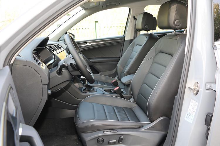 駕駛座提供三組記憶功能,皮質觸感及支撐性都是典型的德國車表現。
