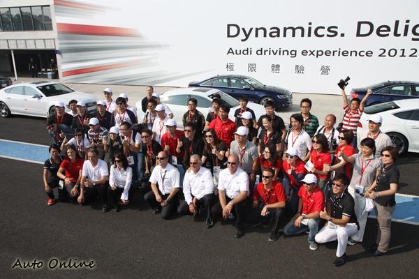 參加Audi Driving Experience極限體驗營的學員每個都笑開懷。