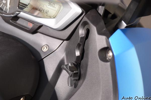 風鏡的調整採用手動式,為求運動性一般都會降到最低。
