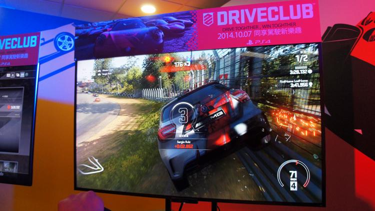 DRIVECLUB™不是全地形的賽車遊戲,玩家得乖乖地開在賽道中。