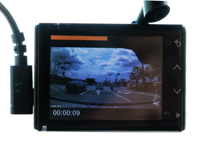 想和朋友分享旅途記錄?把整段影片上傳到社群網站,大概沒幾個人有閒工夫整個看完;這時如果利用S550的Travelapse功能,在錄影同時會把整段旅程自動製成縮時影片,就能讓枯燥的行車記錄變成有趣的縮時影片。