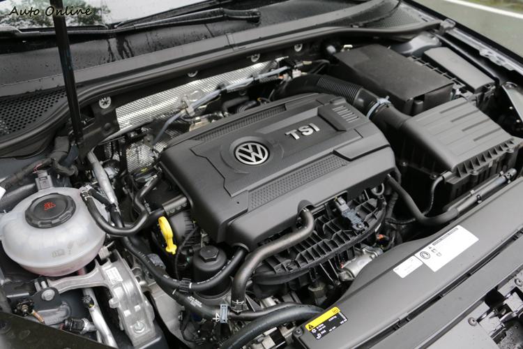 動力搭載2.0升280hp汽油引擎,百里測時僅需5.7秒就能完成。