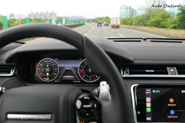 主動安全方面豐富且全面,高速公路定速巡航愜意又輕鬆。