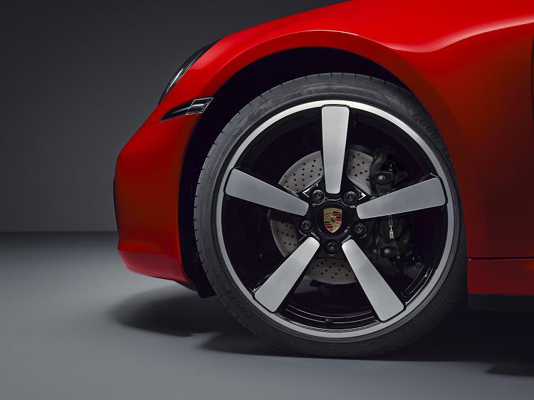 與911 Carrera同樣採用前後配輪胎,原廠並提供煞車系統升級套件。