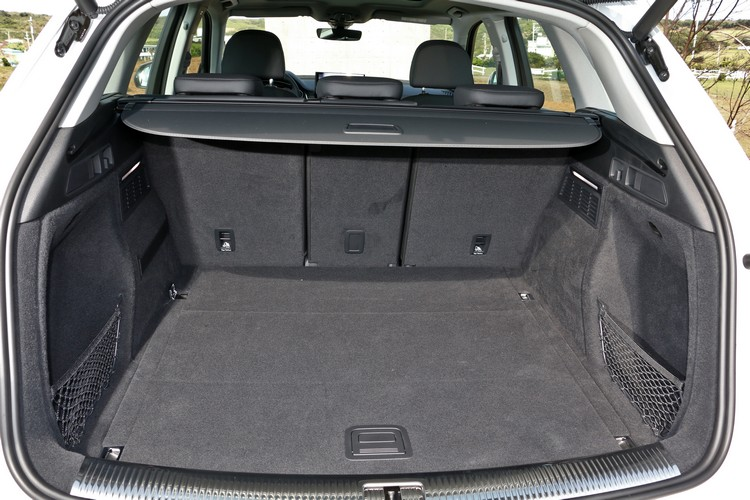 行李廂擁有平整的底板和實用的置物套件,並且具備高度擴充的彈性空間。