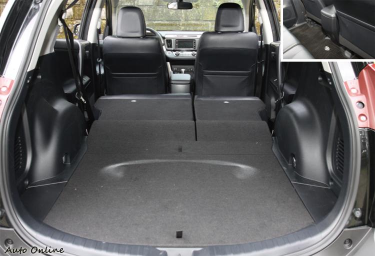 RAV4標榜無段差的平坦行李空間,後座缺乏專屬出風口設計。