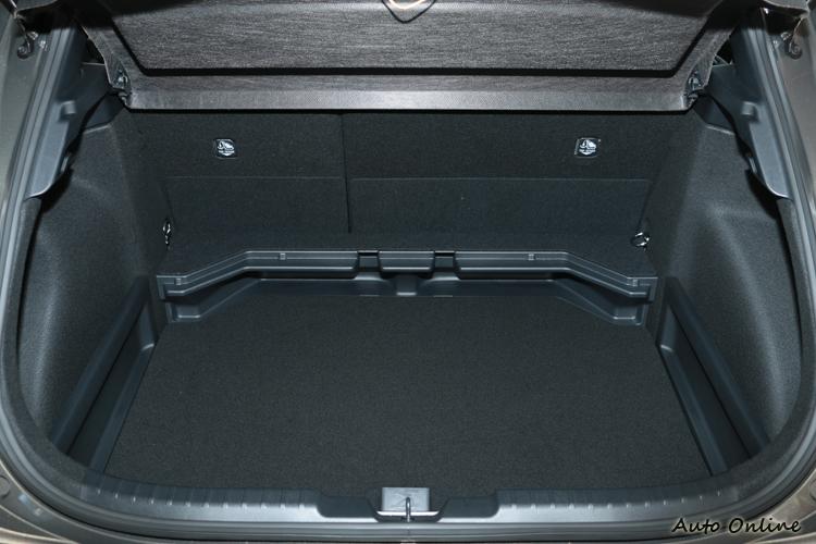 後行李廂空間對於小家庭來說還算夠用。