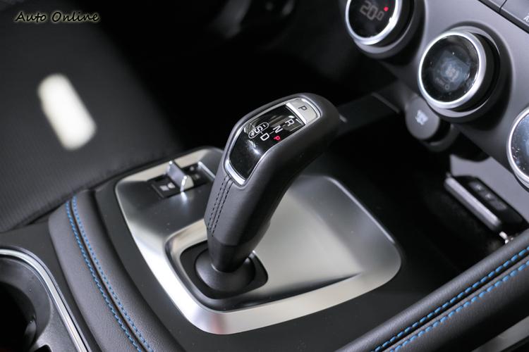 SportShift Gear Selector 9速手自排變速箱及智慧型AWD四輪傳動系統,能快速且有效率的將引擎動力傳輸至四顆輪子上。