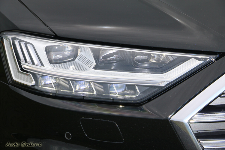 作為選配的HD矩陣LED頭燈和OLED尾燈,上市期間優惠14萬元。