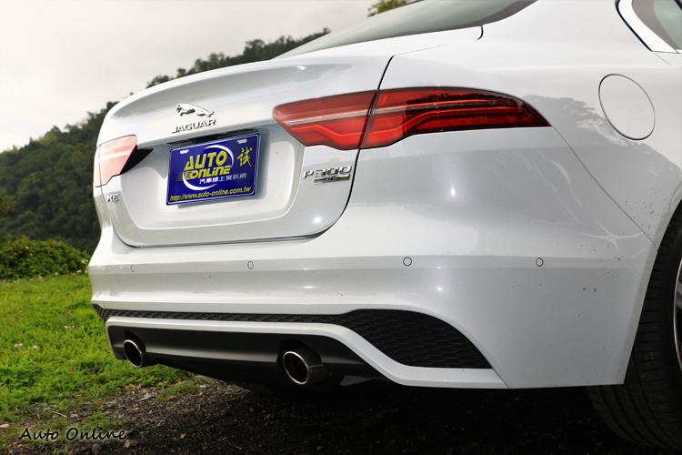 車尾的尾燈小小調整了樣貌,對於車身美感有畫龍點睛的效果。