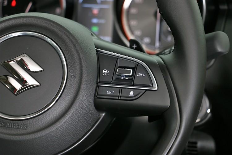 ACC車距控制系統開關在方向盤右側。