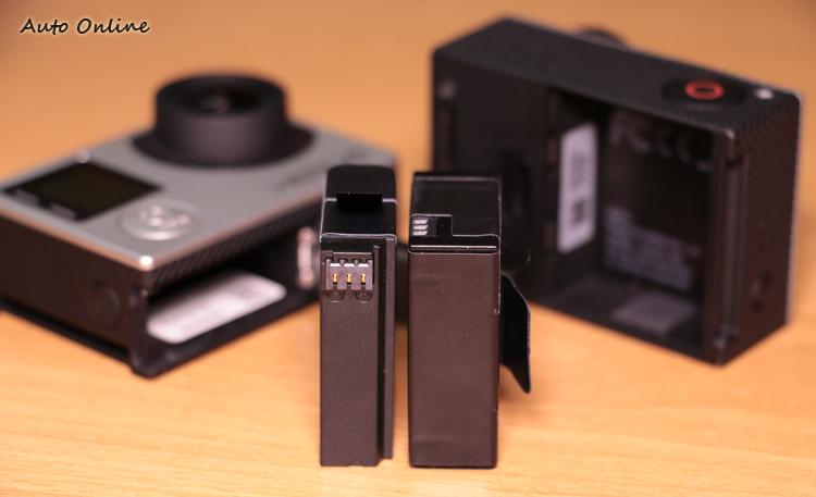 HERO 3+與 HERO 4 的電池位以及厚度容量都完全不同,因此兩者無法共用。
