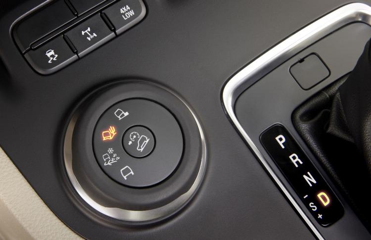 似曾相似的TMS圖示,出現在FORD最新的SUV上面,透過旋鈕直接切換模式,讓越野駕駛變得更簡單。(照片為中國銷售版本)