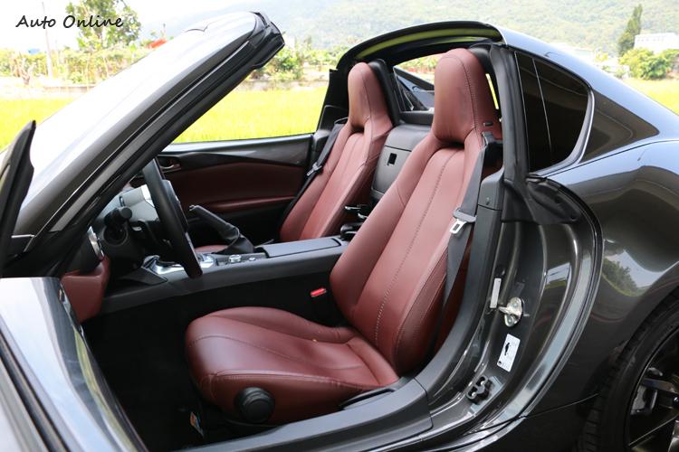 座椅除了前後可以調整,還有三段加熱的功能。