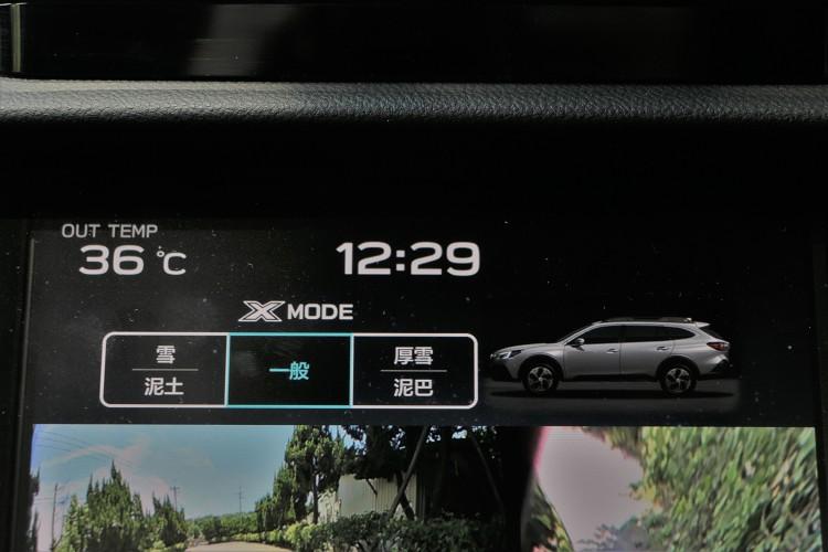 標準配備X-Mode越野控制系統,系統控制介面在中控台大屏幕之中。