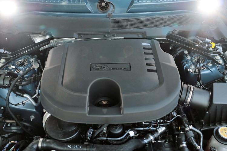 這顆3.0升六缸雙渦輪增壓柴油引擎有配備MHEV輕油電系統,比起汽油引擎,馬力略減50匹,不過在扭力方面,可是提升18公斤米之多。