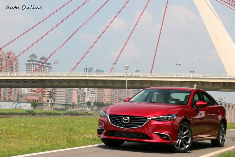 Mazda 6同樣為進口車,安全性上也不遑多讓,在安全配備上2.2L柴油旗艦型有頂級的主、被動安全。