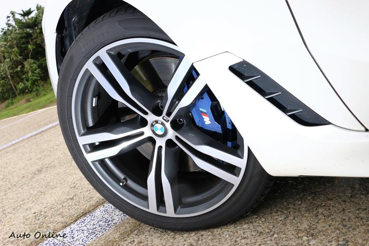M款跑車鋁圈、M款煞車套件,增添GT戰鬥氣息。
